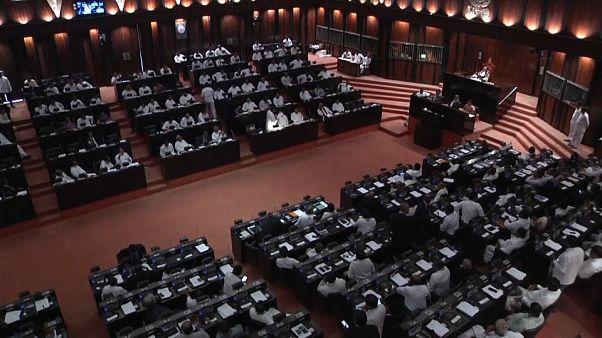 Video | Sri Lanka'da hükümet güvenoyu alamadı parlamento karıştı