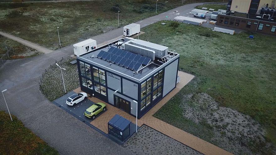 المنزل الذكي هو منزل المستقبل ... أجهزته متصلة ويستهلك الطاقة وينتجها...