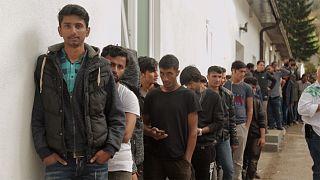Мигранты корректируют маршрут, но не меняют направления