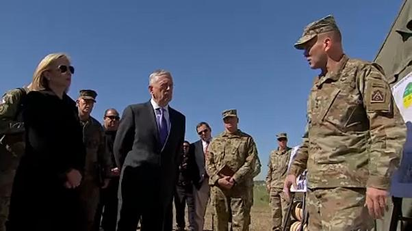 Mattis visita a las tropas desplegadas en la frontera