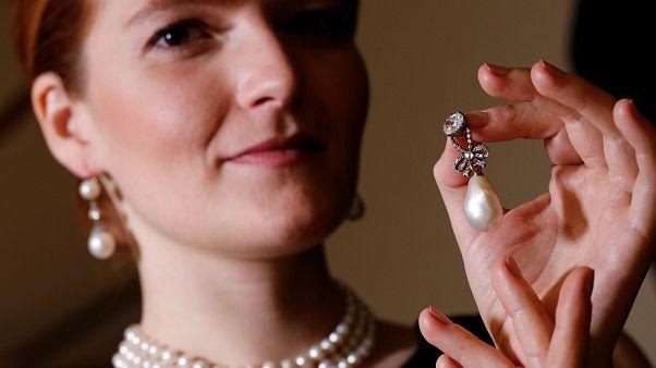 Giyotinle idam edilen Kraliçe Marie Antoinette'e ait kolye 36 milyon dolara satıldı