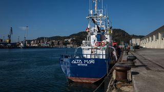 El Aita Mari continua amarrado en el puerto de Pasajes.