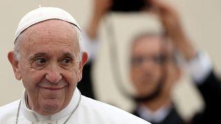 Papa uyardı: Dedikoducular teröristtir, gıybet öldürür