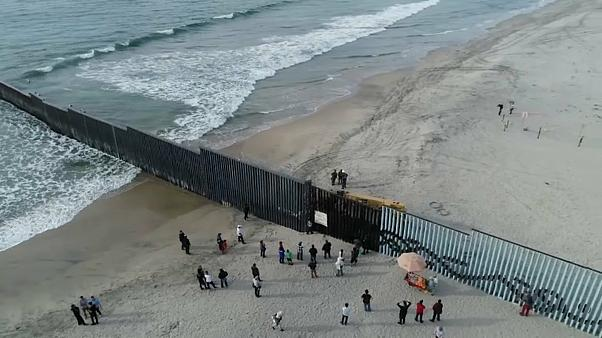 """فيديو مصور بـ """"الدرون"""" للجدار الفاصل بين كاليفورنيا والمكسيك"""
