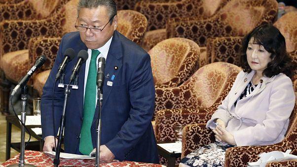 Soha nem használt még számítógépet a japán kiberbiztonságért felelős miniszter