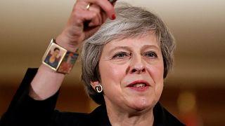 İngiltere'yi AB'den ayıran Brexit May'i de koltuğundan edebilir