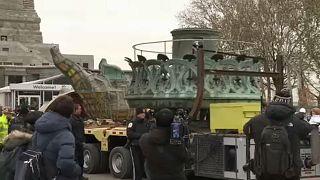 Kiköltözik a talapzatból a Szabadság-szobor eredeti fáklyája