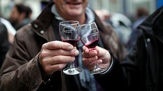 گلچین ویدئوهای بدون شرح هفته؛ از بادکنکهای پاریس تا جشن شراب