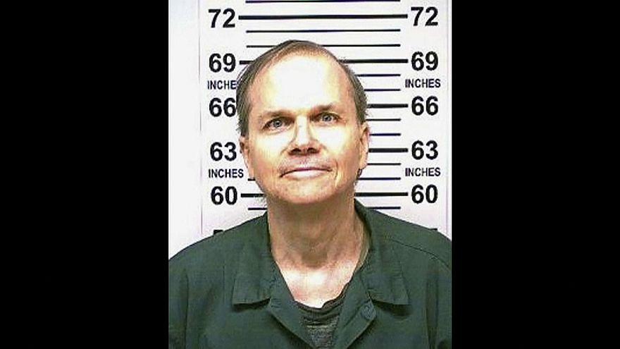 قاتل جون لينون: في كل سنة أشعر بعارٍ أكبر بسبب الجريمة التي ارتكبتها