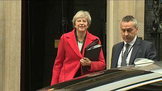 """R.Unido: May, tocada en la línea de flotación por """"fuego amigo"""""""