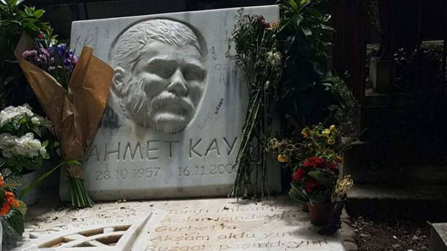 """Vefatının 18'inci yılında sosyal medyada Ahmet Kaya: """"Olmasaydı sonumuz böyle"""""""