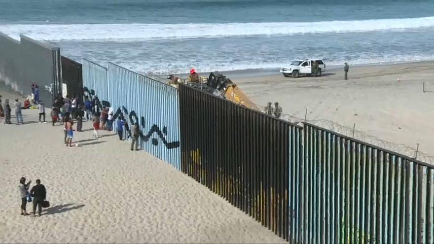 بخشی از کاروان پناهجویان آمریکای جنوبی به مرز ایالات متحده رسیدند