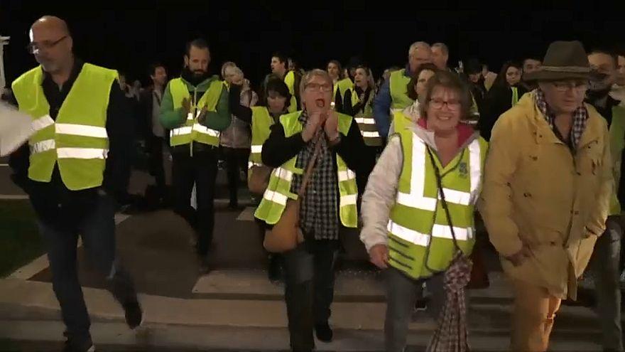 Γαλλία: Μεγάλη κινητοποίηση των «κίτρινων γιλέκων» κατά των αυξήσεων στα καύσιμα