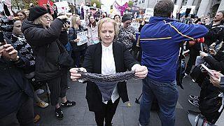 İrlanda Meclisi'nde dantelli iç çamaşırı: Toplumsal değişim şart