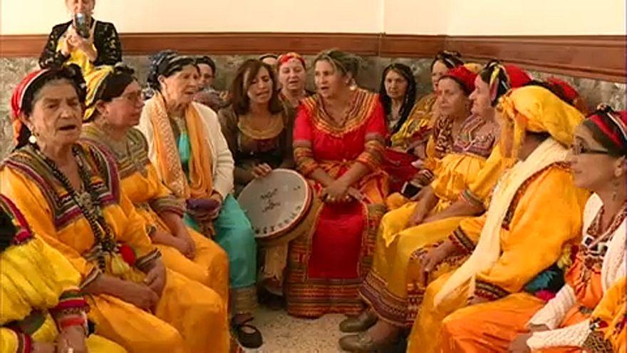 نساء قرية أهريك الجزائرية يحتفلن بإفتتاح وحدة صحية أنشأنها بجهودهن