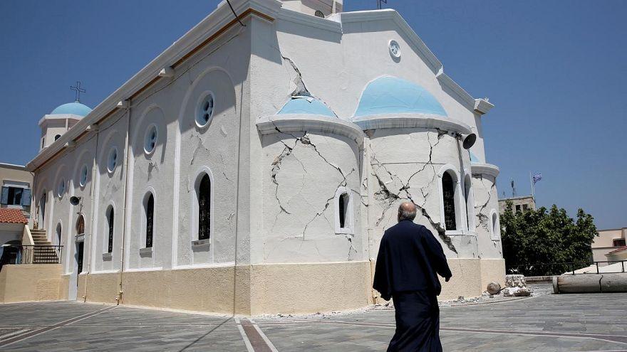 Yunan din adamları memur statüsünde ısrarlı