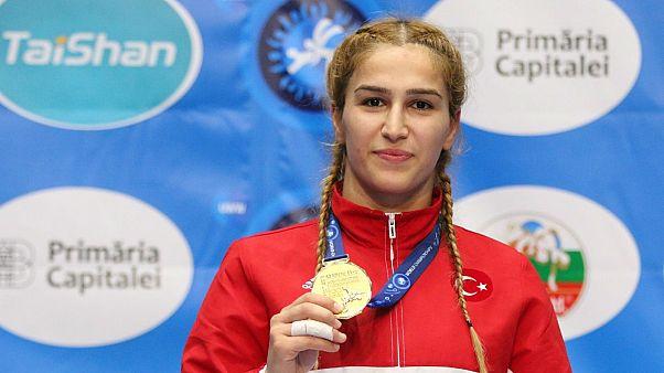 Buse Tosun rakiplerine puan vermeden güreşte Dünya Şampiyonu oldu