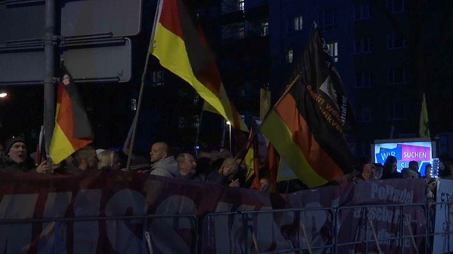 Merkel recebida com protestos em Chemnitz