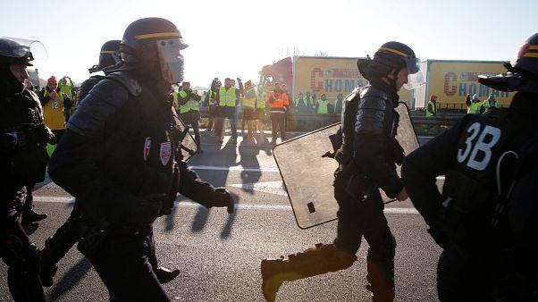 Francia: auto su blocco gilet gialli, morta manifestante