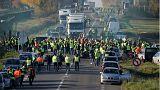 """Protesto dos """"coletes amarelos"""" mobiliza mais de 50 mil pessoas"""