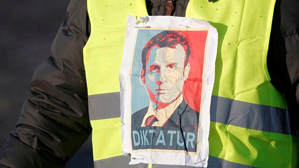 """""""السترات الصفراء"""" تشلّ فرنسا جزئياً ومقتل متظاهرة وجرح أكثر من مئة"""