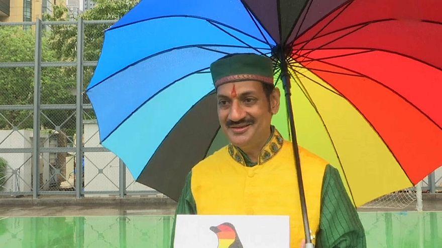 """شاهد: أمير هندي يشارك مع الآلاف في تظاهرة """"فخر المثلية"""" في هونغ كونغ"""