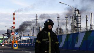 إخماد حريق بمصفاة نفط في موسكو وخروج وحدة عن العمل