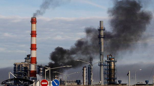 Rusya'da petrol rafinerisinde korkutan yangın