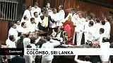 شاهد: عراك وتدافع في برلمان سريلانكا