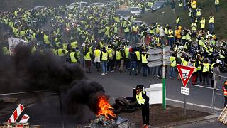 Fransa'nın Reunion Adası'nda akaryakıt protestosu isyana dönüştü