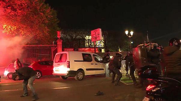 شاهد: اشتباكات بين الشرطة الفرنسية ومتظاهرين