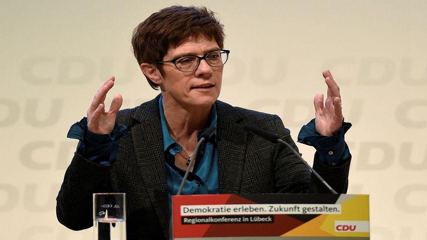 مرشحة لرئاسة حزب ميركل بألمانيا ترفض الجنسية المزدوجة