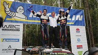 O dono da equipa celebra ladeado por Julien Ingrassa e Sebastien Ogier