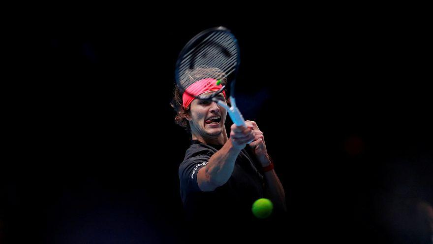 Zverev segue conselho de Federer e elimina o suíço