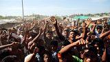 لاجئي الروهينجا يحتجون على ترحيلهم في مخيم للاجئين في جنوب شرق بنجلادش