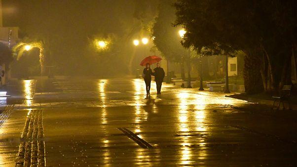 Βροχές και δυνατοί άνεμοι σε όλη τη χώρα - Στα «λευκά» η βόρεια και κεντρική Ελλάδα