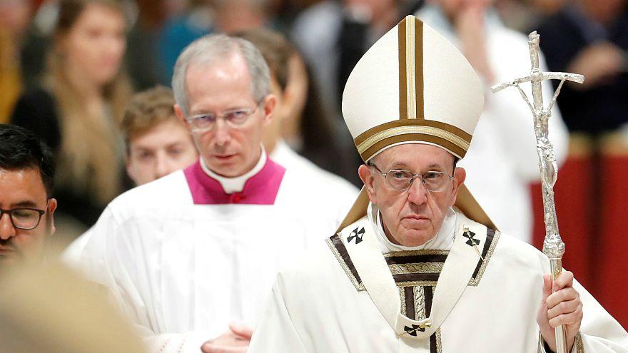 البابا فرنسيس يساند المهاجرين والفقراء وينصح بالاهتمام بهم