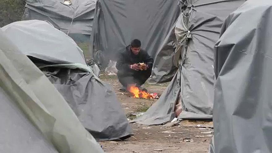 Fagyoskodnak a menedékkérők Boszniában