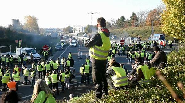 Governo de Macron mantém rumo face aos protestos