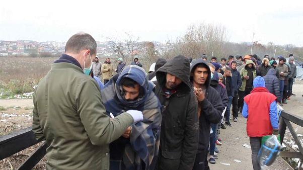 Bosna Hersek'te sıkışıp kalan sığınmacılar soğuk havada yaşam mücadelesi veriyor
