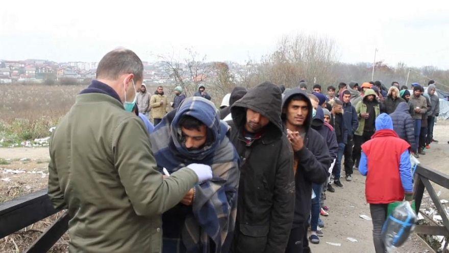 Мигранты замерзают