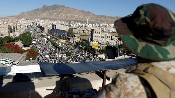الحوثيون يقولون إنهم سيوقفون الهجمات الصاروخية على السعودية والإمارات