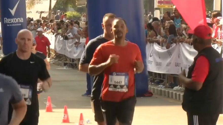 شاهد: نجم هوليود ويل سميث يخوض سباق ماراثون هافانا