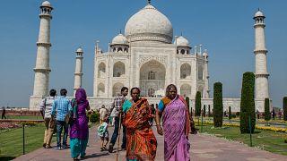 Taç Mahal'de kılınan namaz Hindistan'da tartışmalara yol açtı