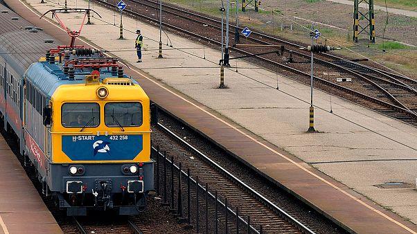 Bezár két vasútvonalat a MÁV