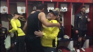 رقص مارادونا و تیمش پس از صعود به نیمهنهایی