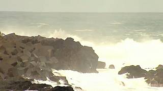 Γιγάντια κύματα «έπνιξαν» την Τενερίφη