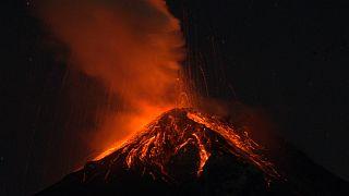 هشدار فوران آتشفشان در گواتمالا و انتقال هزاران نفر به مناطق امن