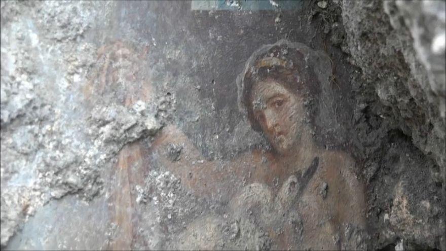 Pompei: l'ultima perla è una Leda col cigno, molto osé...