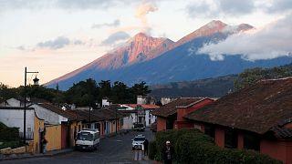 """Guatemala'da """"Ateş Volkanı"""" Fuego faaliyete geçti"""